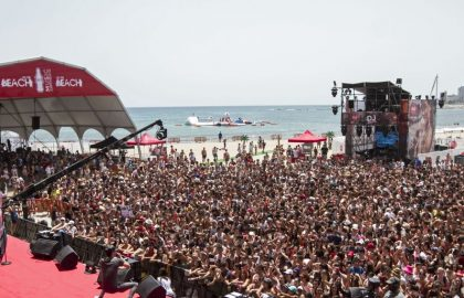 UNAS 3.000 PERSONAS EN EL 'COCA-COLA MUSIC EXPERIENCE ON THE BEACH'