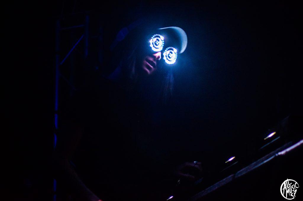 Rezz durante su actuación en el AbroadFest 2020