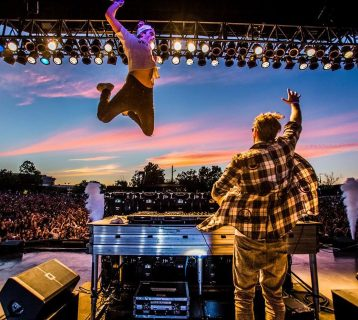 https___blogs-images.forbes.com_ryanmac_files_2016_08_Chainsmokers-SummerSplash2016-Forbes-TylerMartin-203-3-1200x800